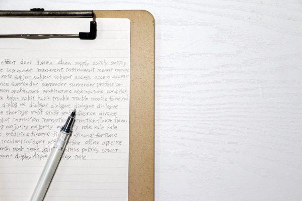 ディクテーションしている人のノート